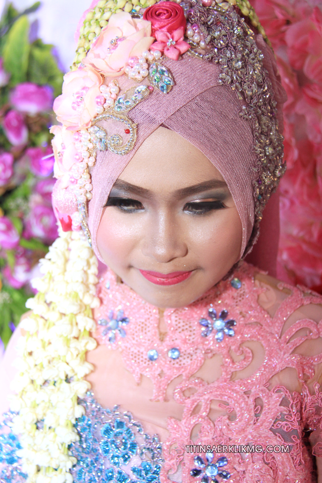 Pose Titin & Saep Bergaun Muslim  || Foto Oleh : Klikmg.com Fotografer Pernikahan Purwokerto