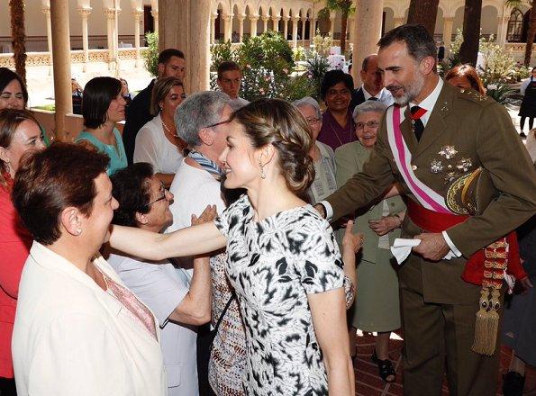 Queen Letizia wore Carolina Herrera Parrot Tulip Fil Coupe Sheath Dress and sandals, Letizia carried Carolina Herrera Clutch bag