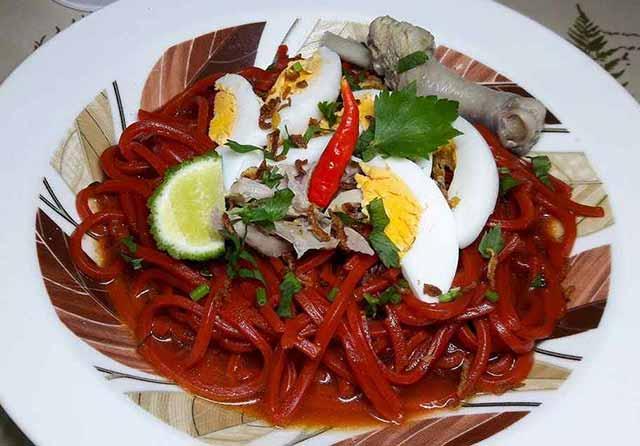 Kota Banjarmasin tak hanya dikenal sebagai kota seribu sungai. Ibukota Kalimantan Selatan ini juga dikenal memiliki tempat-tempat makan kuliner khas yang rasanya paling enak.