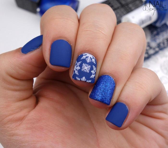 Zimska modra mat manikira