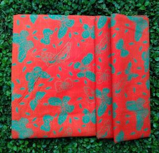 Kain Batik dan Embos 490 Pekalongan Motif Kupu-kupu Merah