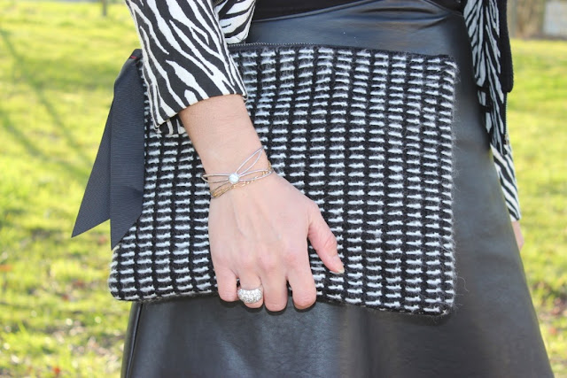 escarpins minelli bordeaux, robe bi matière noire naf naf, veste zébrée Naf Naf, Capeline bordeaux