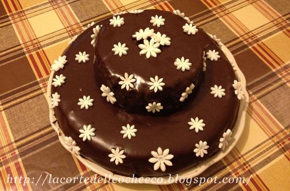 La Corte Delle Oche Co Torta A Due Piani Con Copertura Al Cioccolato