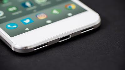 قبل صدوره رسميا.. ظهور هاتف جوجل الجديد في واجهة متجر!
