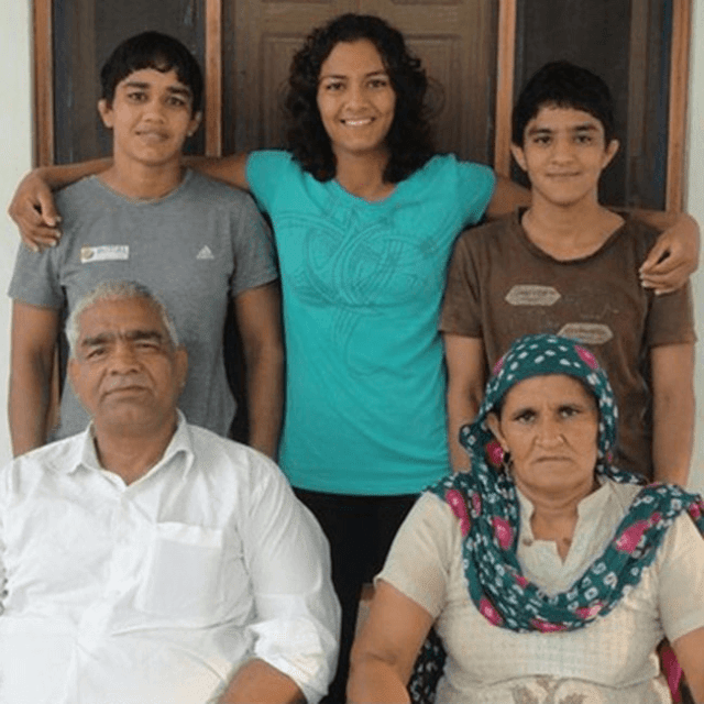 Geeta Phogat With Her Family Member HD Wallpaper Photo  Pics