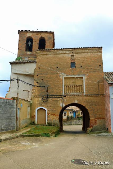 Ermita de la Virgen de las Puertas y Puerta San Miguel de Grajal de Campos