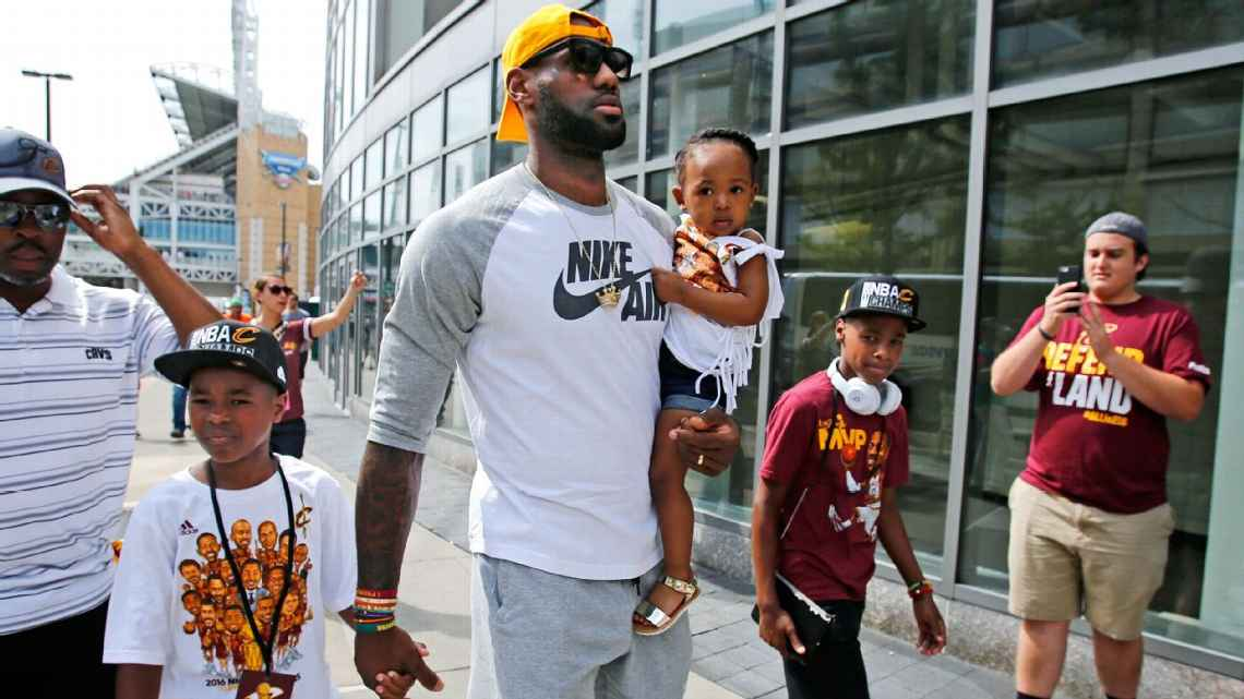 f2a946e9614 Jim Brown and LeBron James speak about lifting the 52-year Cleveland sports  curse