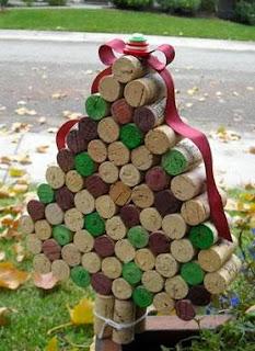 http://manualidadesnavidad.org/arbol-de-navidad-con-corchos/