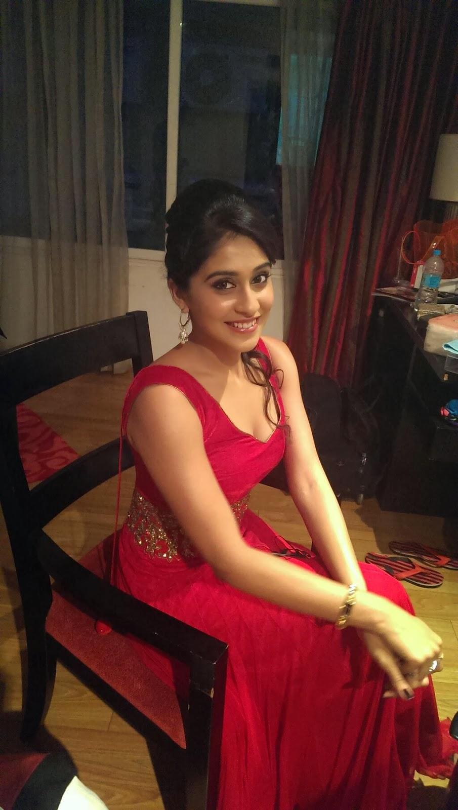 Hd Wallpaper Little Girls Wedding Actress Regina Rare Personal Pics Hot Photos In Saree