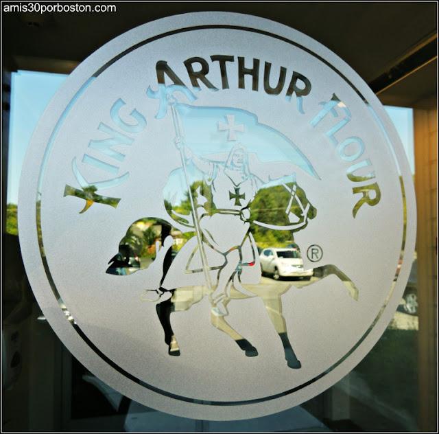 Logo en el Cristal de la Puerta de la Tienda Insignia de la King Arthur Flour