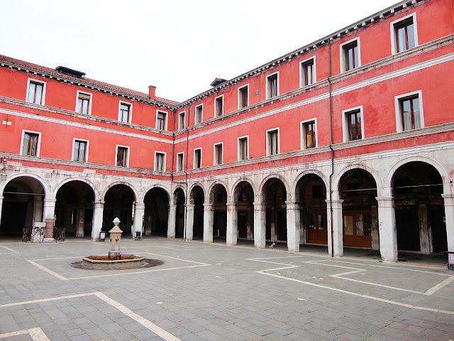 Budova Banco del Giro v Benátkách na Rialtu