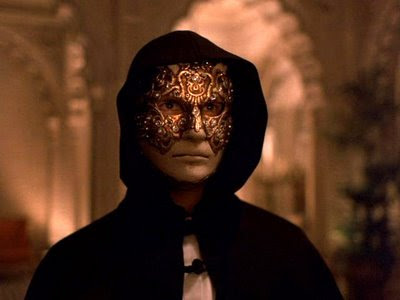 Tom Cruise as Dr. William 'Bill' Harford arrives at the orgy, wearing a mask and a hood, directed by Stanley Kubrick
