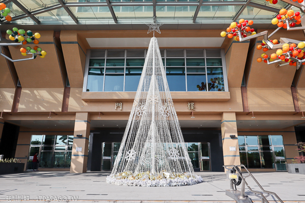 台中榮民總醫院門診大樓聖誕樹,看病也能賞聖誕樹,感覺好溫馨