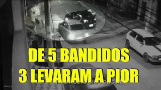 [VÍDEO] 2 POLICIAIS CONTRA 5 BANDIDOS: 3 MARGINAIS LEVARAM A PIOR