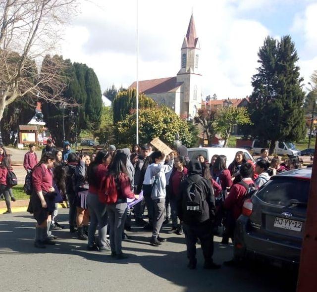 Puerto Octay: Alumnos piden renuncia de Jefa del DAEM