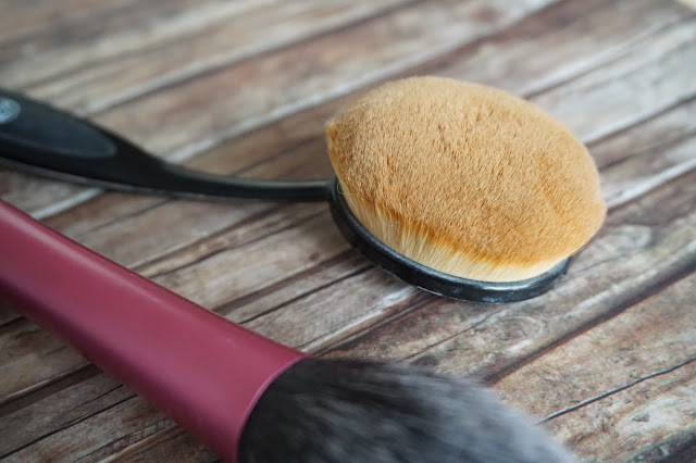 w7 -  Professional Soft Brush Foundation Brush