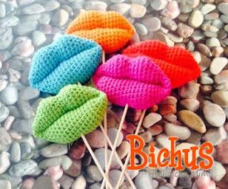 http://blog.bichus.es/2015/02/patron-amigurumi-gratis-besos-para-san.html