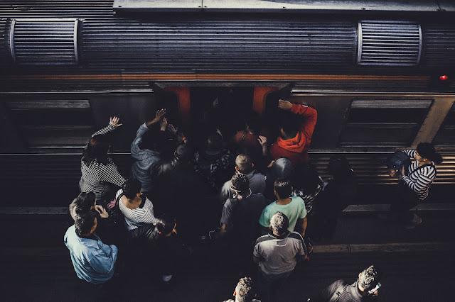 drama naik kereta commuter line