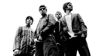 Biografi Lengkap Band Oasis        Oasis adalah grup band rock asal Inggris yang meraih puncak kepopuleran di era 90-an dan awal 2000-an. Oasis dibentuk di kota Manchester, Inggris pada tahun 1991. Oasis terdiri dari Liam Gallagher sebagai vokalis, Noel Gallagher sebagai gitaris, Paul 'Bonehead' Arthurs sebagai gitaris, Paul 'Gigsy' McGuigan sebagai bassis dan Tony Carroll sebagai drummer. Oasis telah menjual album mencapai lebih dari 70 juta di seluruh dunia, membuatnya menjadi salah satu band dengan rekor penjualan tertinggi di Britania Raya sepanjang masa. Oasis juga disebut sebagai pencetus musik Britpop di era 1990-an, bersama band Inggris lain yang menjadi rivalnya, Blur. Berikut redaksi Museum Musik sajikan sejarah dan profil lengkap Oasis.   Oasis memulai karirnya dengan merilis album debut, Definitely Maybe pada tahun 1994. Namun Oasis baru meraih kepopuleran besar dengan perilisan album kedua, Morning Glory di tahun berikutnya. Dua single utama dari album tersebut adalah Wonderwall dan Don't Look Back in Anger. Morning Glory juga sukses secara komersil, dan menjadi album dengan rekor penjualan tersukses keempat di industri musik Britania, dengan total penjualan mencapai 4 juta di seluruh dunia, membuat mereka menjadi salah satu band 90-an terbaik.   Dalam periode ini, Oasis