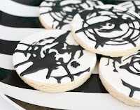 http://www.akailochiclife.com/2015/10/bake-it-spin-art-spider-web-cookies.html