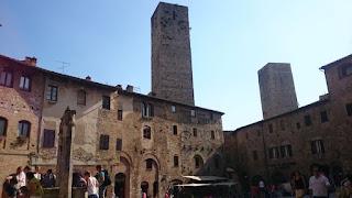San Gimignano, Piazza della Cisterna.