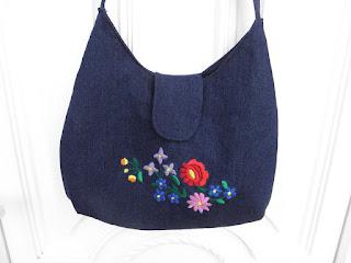 Hencsi kreatív blogja  Hímzett táskák és egy cicás c273ab6fd6