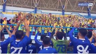 Ratusan Bobotoh Cilik Suntik Semangat Skuat Persib Bandung Saat Latihan