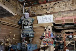 武蔵坊弁慶(左) 源義経(右)