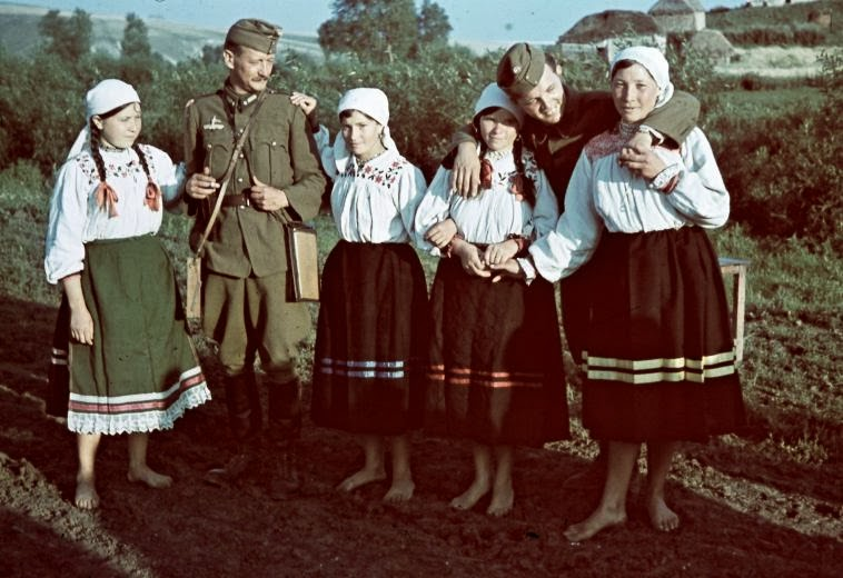 Amazing Color Photographs Of Everyday Life In Ukraine In
