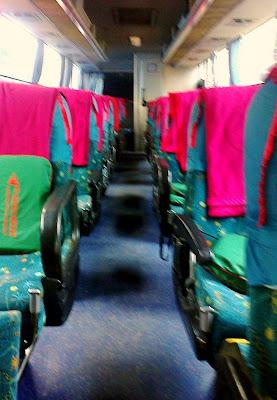 Interior bus malam PO Sedya Mulya agen Depok Executive
