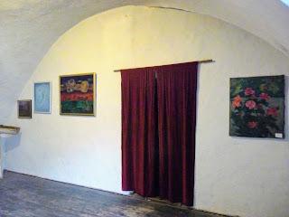 Замок Сент-Миклош. Художники выставляют свои полотна в залах замка