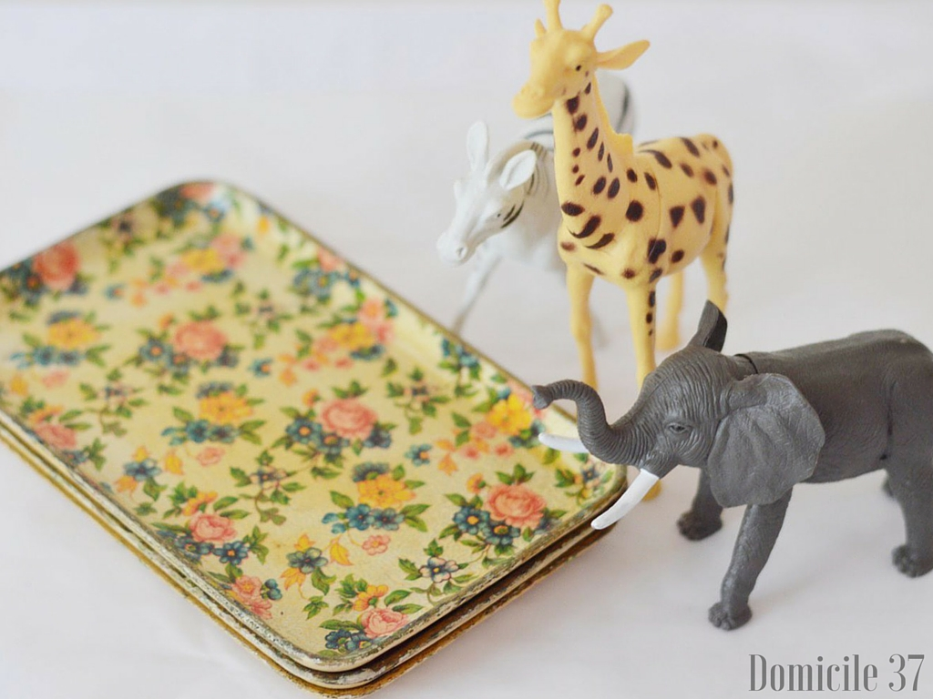 DIY Animal Hooks, Kids room decor, thrifted trays turned hooks, thrifted, dollar store animals, DIY hooks, Domicile 37, It's so ugly it's cool, homemade by carmona, #swapitlikeitshot
