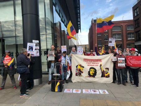 Protestan frente al diario The Guardian por mentir sobre Venezuela