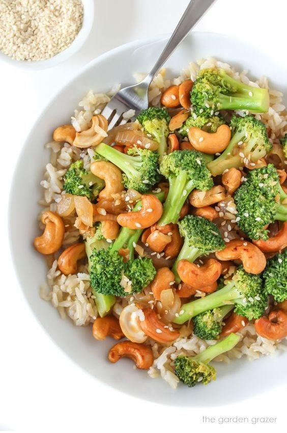 Broccoli Cashew Stir-Fry