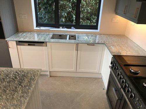 Ice-Cracked worktop and Printed Kitchen Splashback
