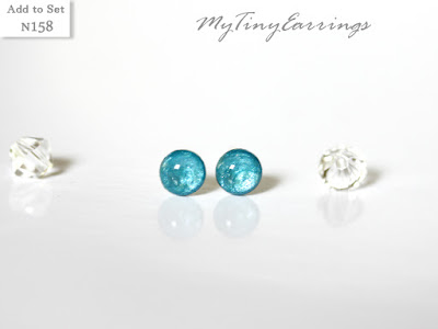 Tiny stud earrings blue
