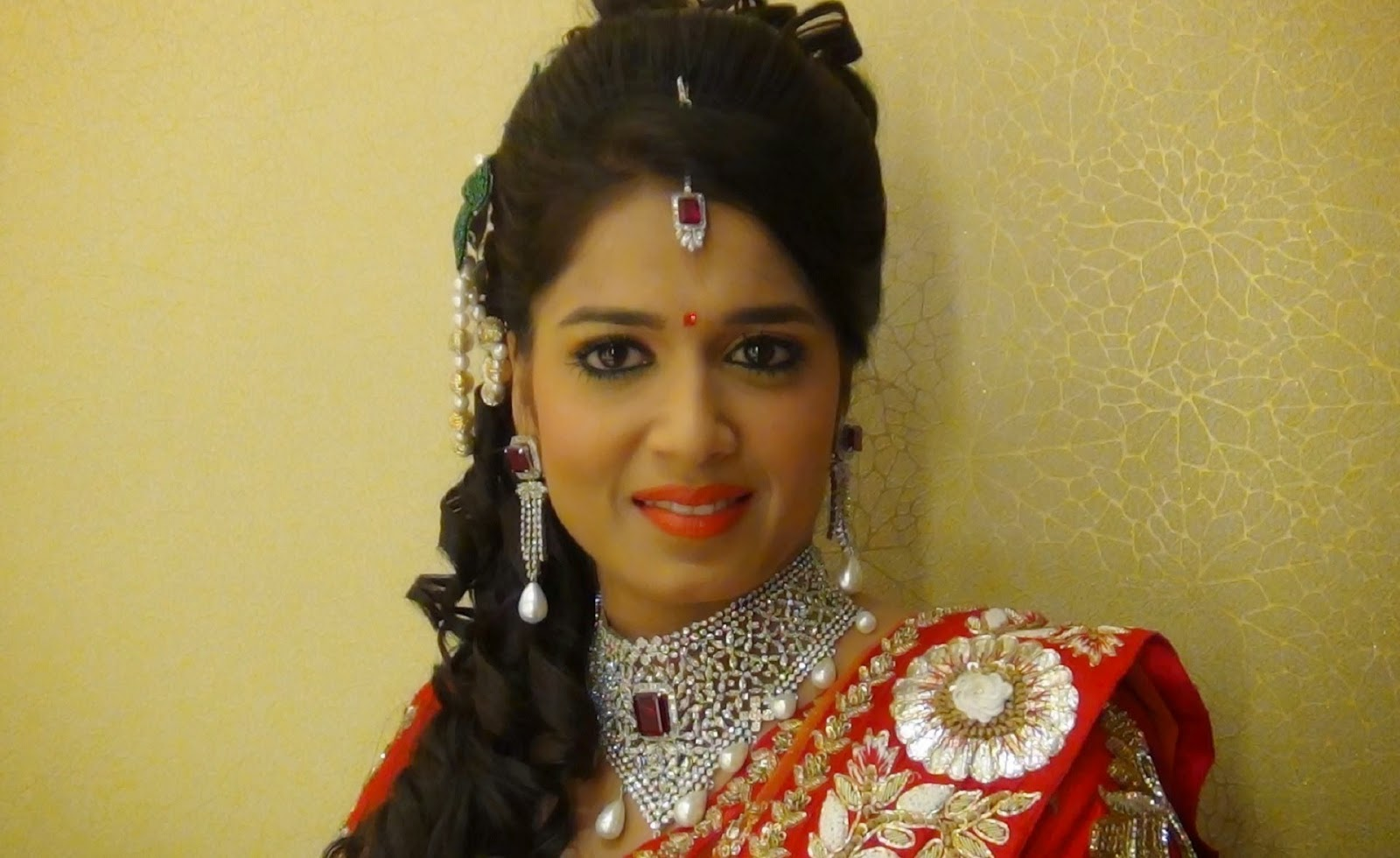 Bridal Makeup Pictures 2018 : Indian Bridal Makeup 2017/2018 wedding Hair Styles ...