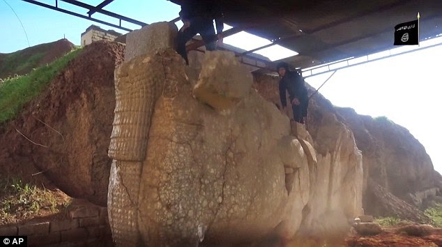 El Estado Islámico destruye piezas históricas en un museo al norte de Irak