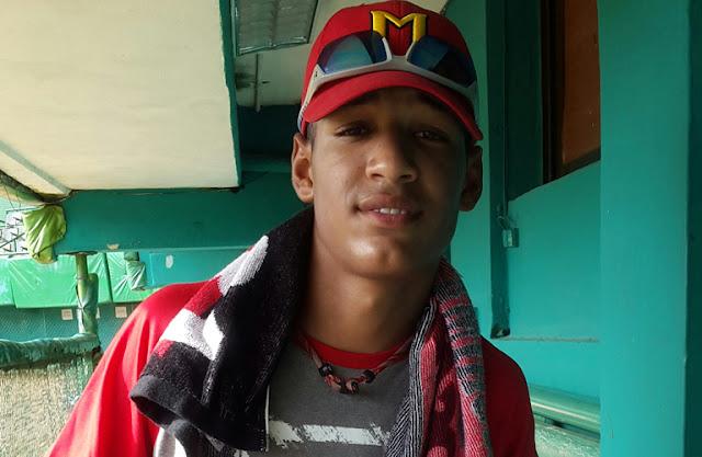 El hijo menor de Víctor Mesa se encuentra entrenando en estos días en el estadio Capitán San Luis con el equipo Cuba juvenil que se alista para el mundial de la categoría