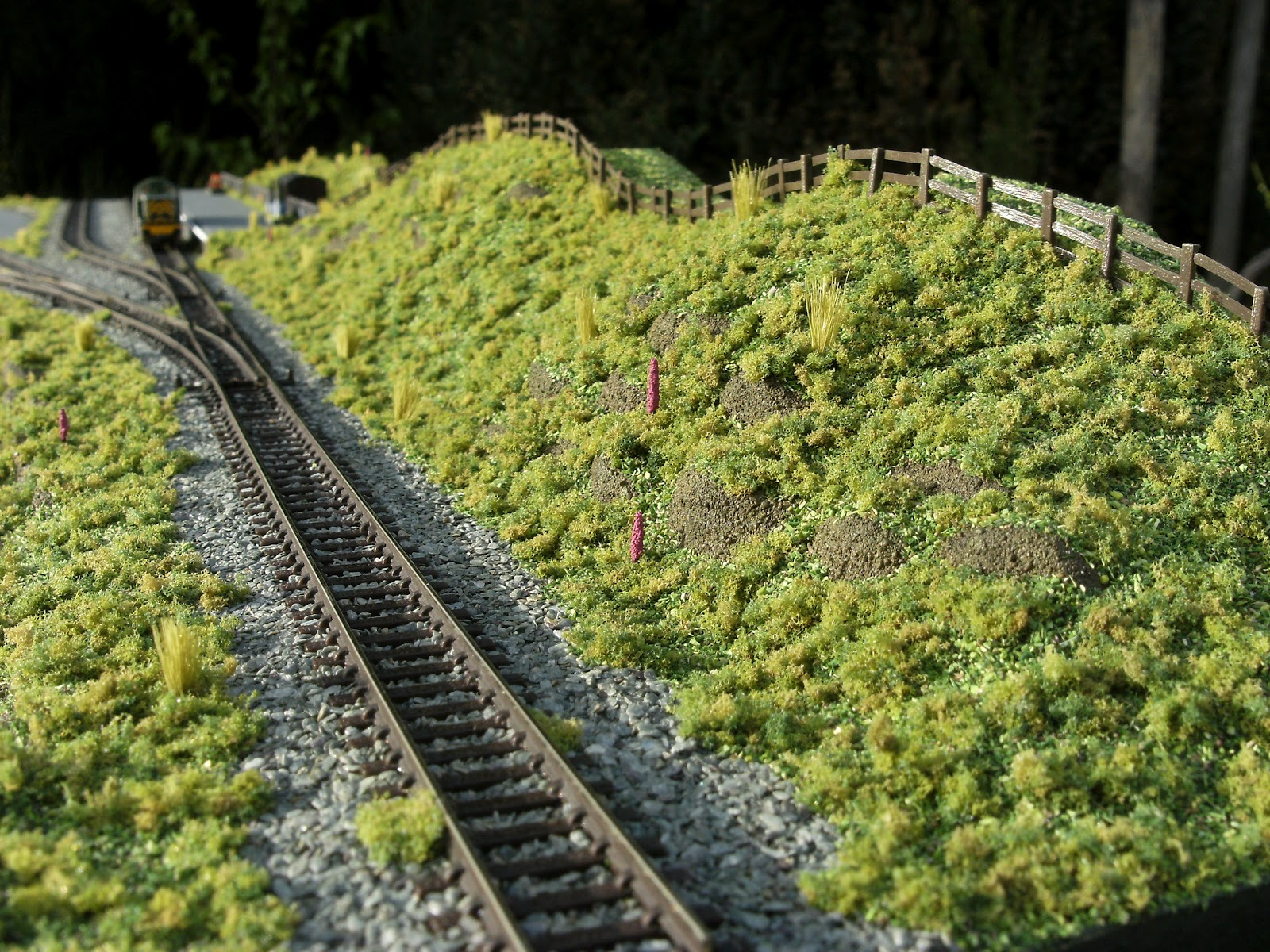 Samuel: Ground cover for model train layouts