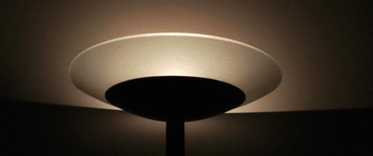 La lampada ad intensità regolabile, nella mia zona notte, citata più sotto nel post