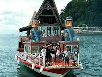 Ada Rumah Batak Terapung, Keliling Danau Toba Jadi Makin Asyik