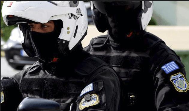 Επίθεση σε αστυνομικούς της ομάδας ΔΙΑΣ στη Βούλα - Ένας τραυματίας