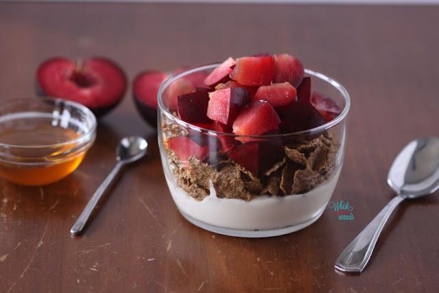 iaurt cu prune mic dejun