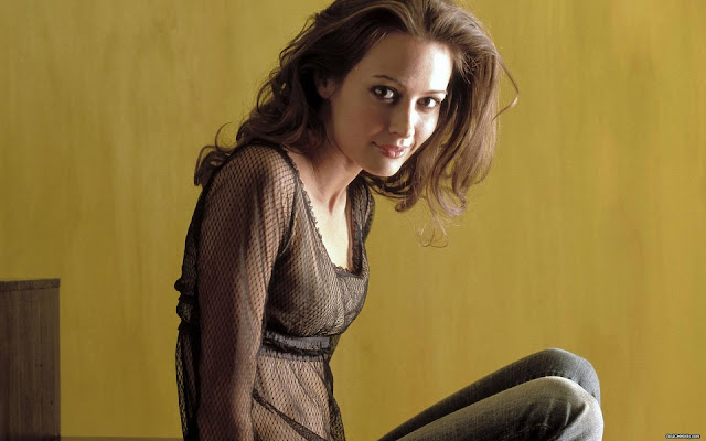Sexy Amy Acker HD Wallpapers