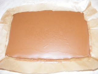 preparare trufe de martipan, preparare bomboane si praline de casa cu crema de ciocolata si unt de arahide, retete deserturi si dulciuri de casa,