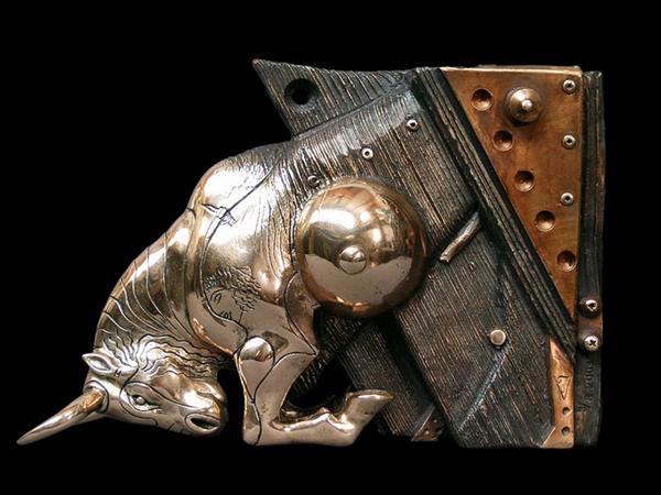Escultura steampunk de toro