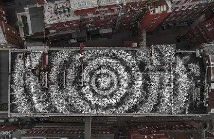 Kalligrafitti von Pokras Lampas | Ein Schokoladenfabrikdach wird zum größten Kalligrafischen-Kunstwerk der Welt
