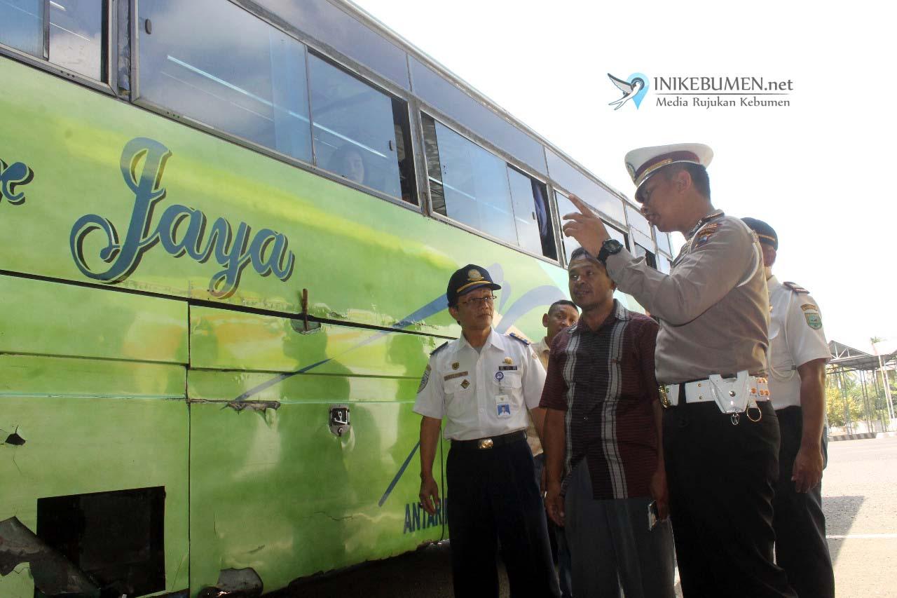 Narik Penumpang Tak Bawa Dokumen Kendaraan, Satu Bus Diminta Pulang