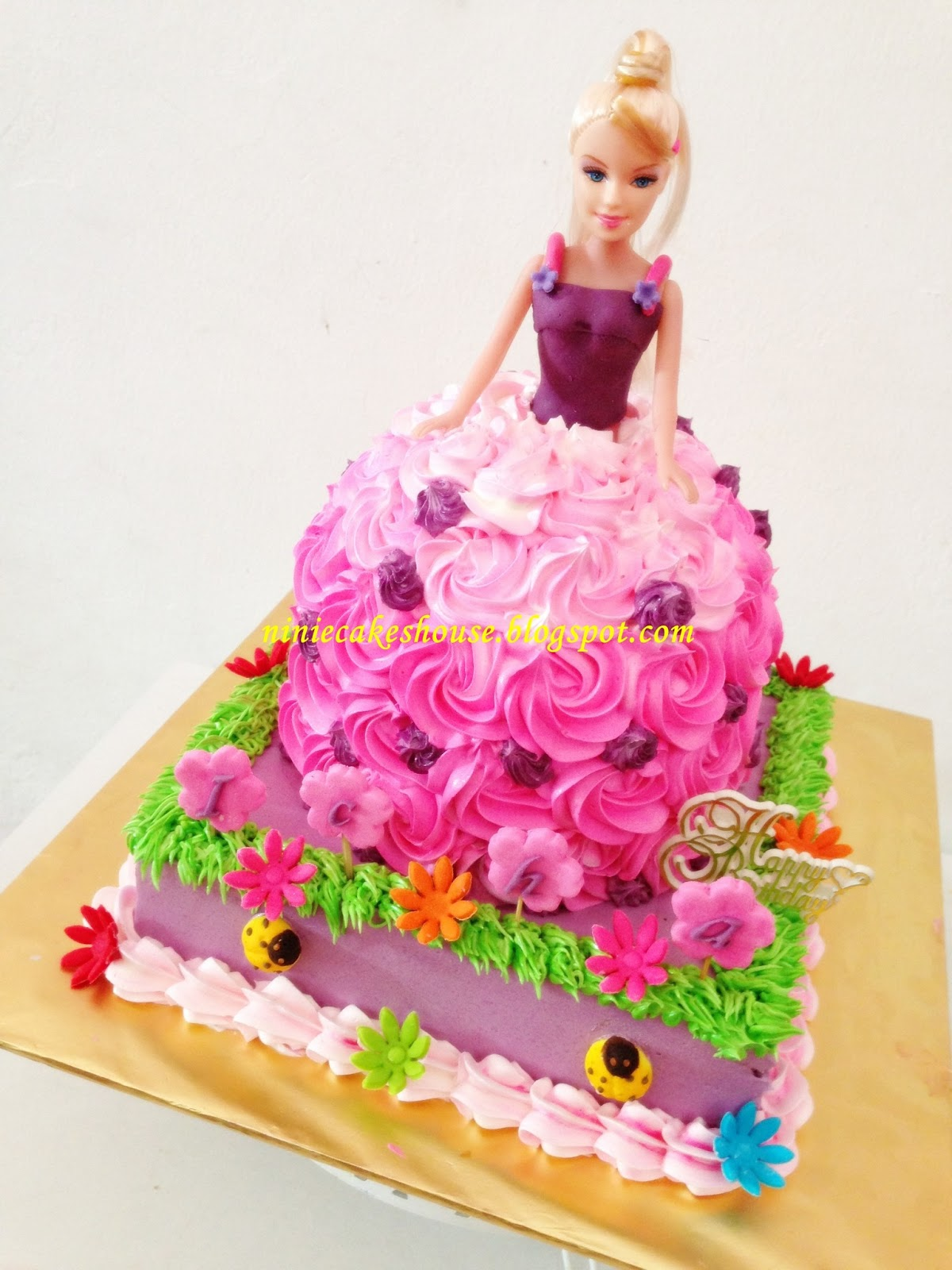 ninie cakes house Barbie Doll cake violet and pink theme